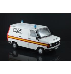 ITALERI 3657 Samochód Ford Transit Uk Police