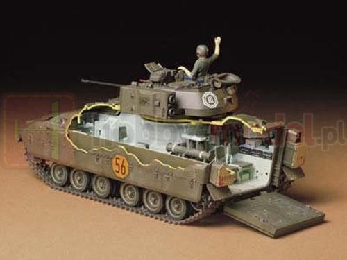TAMIYA 35132 Wóz M2 Bradley IFV
