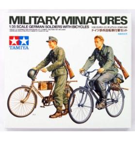 TAMIYA 35240 Figurki Niemieccy żołnierze z rowerami