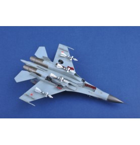 TRUMPETER 01661 Myśliwiec Su-27 Wczesny typ