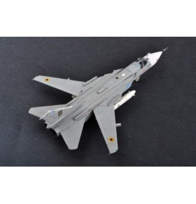 TRUMPETER 01672 Bombowiec Su-24MR Fencer-E