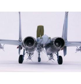 TRUMPETER 02224 Myśliwiec Sukhoi Su-27 Flanker B