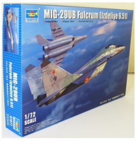 TRUMPETER 01677 Myśliwiec MIG-29UB (9.51)