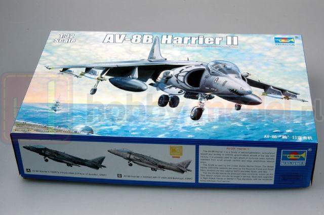 TRUMPETER 02229 Samolot rozpoznawczy AV-8B HarrierII