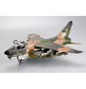 TRUMPETER 02245 Szturmowiec LTV A-7D Corsair II